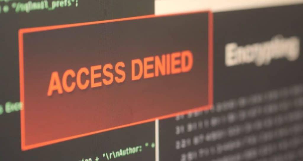 Ein Computer Screen zeigt einen roten Kasten mit den Wörtern ACESS DENIED, Hacker, meet true Heros, IT-SA - Die IT-Security Messe und Kongress, Werbespot, pre-roll-ad, Event teaser, WINGMEN Media